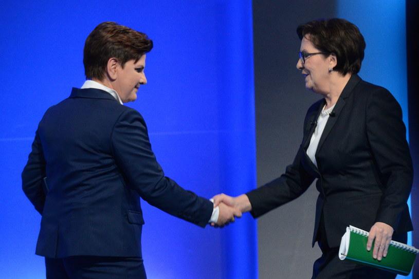 Premier Ewa Kopacz (P) oraz kandydatka PiS na premiera Beata Szydło (L) /Jacek Turczyk /PAP