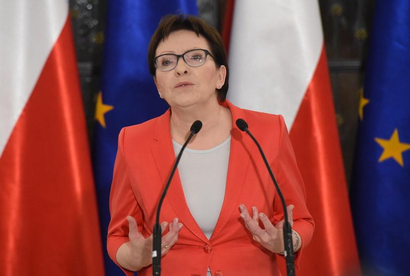 Premier Ewa Kopacz podczas konferencji prasowej /Radek Pietruszka /PAP