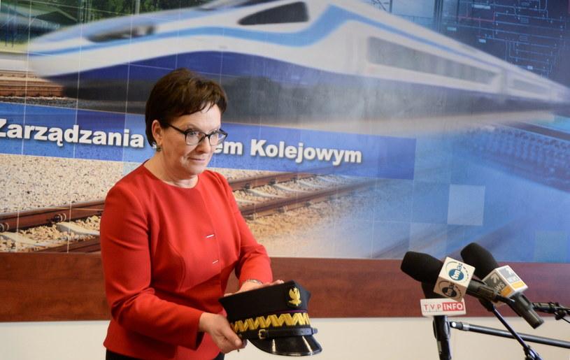Premier Ewa Kopacz podczas spotkania z kolejarzami /Bartłomiej  Zborowski /PAP