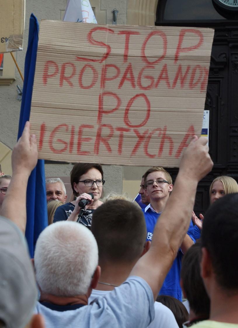 Premier Ewa Kopacz podczas spotkania z mieszkańcami Krotoszyna /Radek Pietruszka /PAP