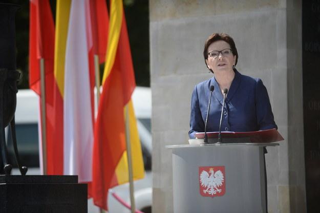Premier Ewa Kopacz podczas uroczystości przed Grobem Nieznanego Żołnierza /Bartłomiej Zborowski /PAP