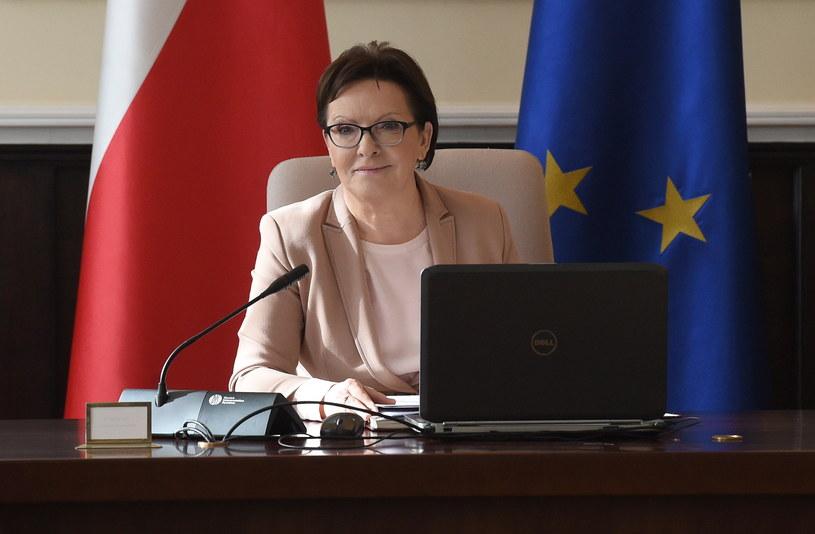 Premier Ewa Kopacz przed ostatnim posiedzeniem rządu /Radek Pietruszka /PAP