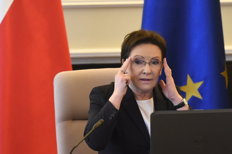 Premier Ewa Kopacz przed wtorkowym posiedzeniem rządu /Radek Pietruszka /PAP