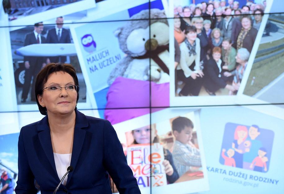 Premier Ewa Kopacz w czasie konferencji prasowej /Radek Pietruszka /PAP