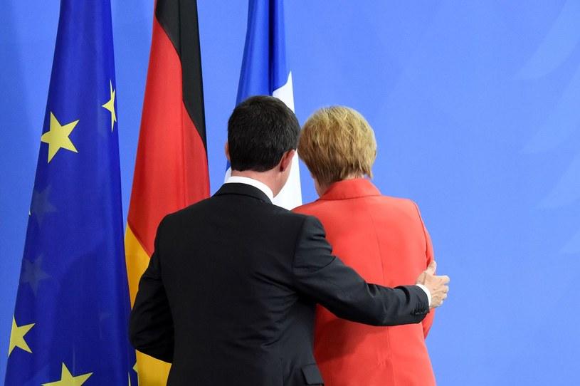 Premier Francji Manuel Valls i niemiecka kanclerz Angela Merkel. Na Francję naciska nie tylko KE, ale także Berlin /AFP