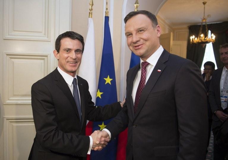 Premier Francji Manuel Valls i prezydent Polski Andrzej Duda w Monachium (13.02.2016) /THOMAS KIENZLE / AFP /AFP
