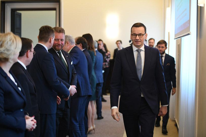 Premier i ministrowie na posiedzeniu rządu /Rafal Oleksiewicz /Reporter
