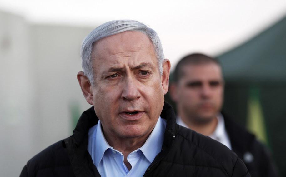 Premier Izraela Benjamin Netanjahu podczas wizyty w bazie wojskowej /ATEF SAFADI / POOL /PAP