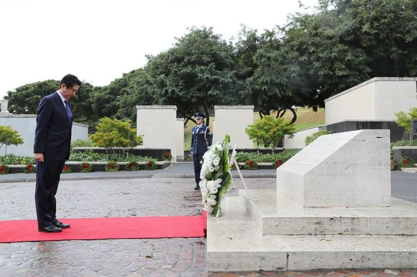 Premier Japonii Shinzo Abe oddał cześć ofiarom ataku na Pearl Harbor /AFP