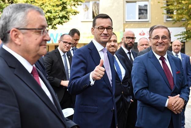 Premier Mateusz Morawiecki (C) dzisiaj w Świnoujściu /PAP