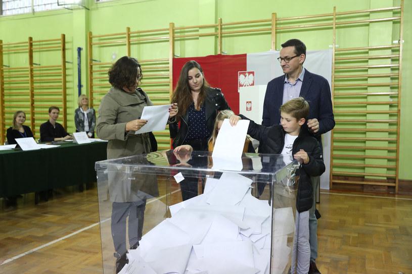 Premier Mateusz Morawiecki głosował w Warszawie /Andrzej Iwańczuk /Reporter
