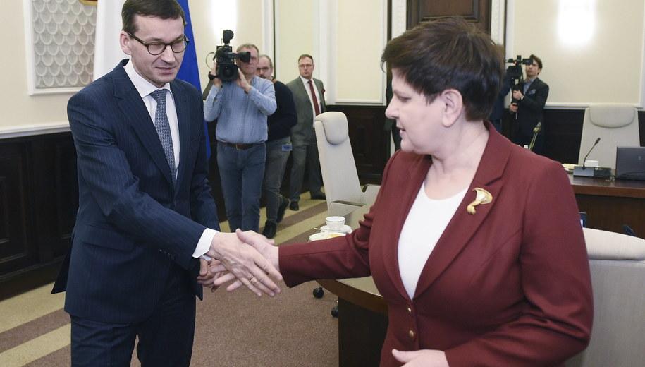 Premier Mateusz Morawiecki i była premier Beata Szydło /Radek Pietruszka /PAP