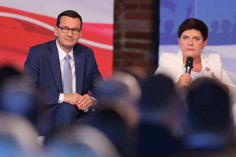 Premier Mateusz Morawiecki i była premier w rządzie PiS Beata Szydło /Reporter
