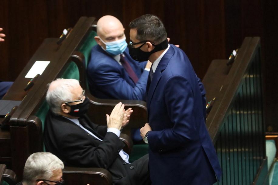 Premier Mateusz Morawiecki i Jarosław Kaczyński w Sejmie / Leszek Szymański    /PAP