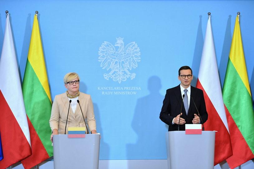 Premier Mateusz Morawiecki i premier Republiki Litewskiej Ingrida Simonyte podczas konferencji prasowej w ramach polsko–litewskich konsultacji międzyrządowych /Radek Pietruszka /PAP