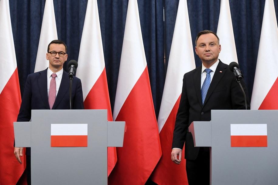 Premier Mateusz Morawiecki i prezydent Andrzej Duda / Radek Pietruszka   /PAP