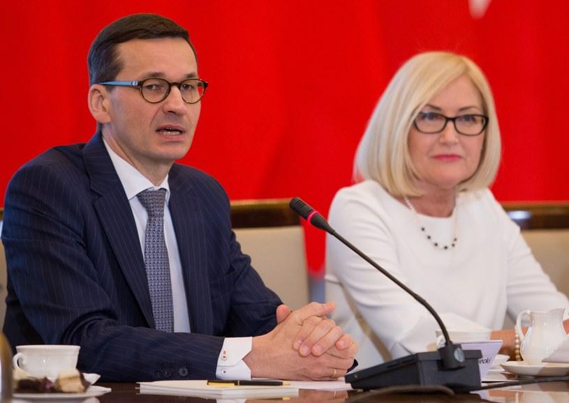 Premier Mateusz Morawiecki i rzeczniczka rządu Joanna Kopcińska /Tomasz Jastrzębowski /Reporter