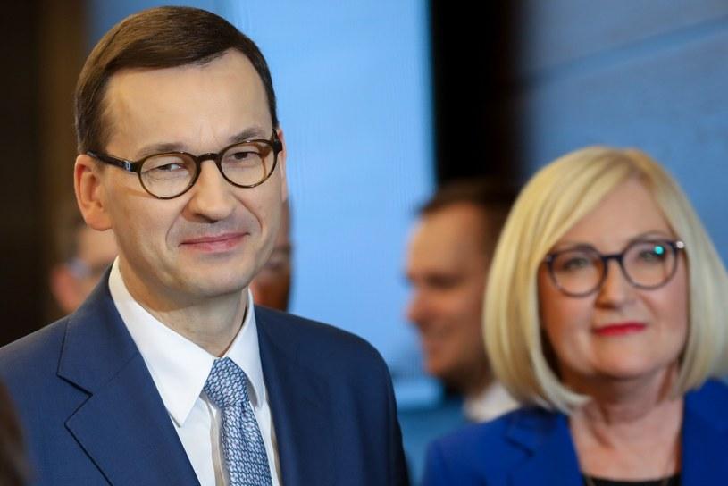 Premier Mateusz Morawiecki i rzeczniczka rządu Joanna Kopcińska /fot. Andrzej Iwanczuk/REPORTER /Reporter