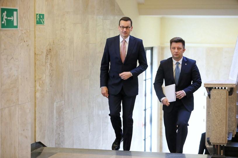 Premier Mateusz Morawiecki i szef Kancelarii Prezesa Rady Ministrów Michał Dworczyk przed spotkaniem w sprawie sytuacji na Białorusi /Leszek Szymański /PAP