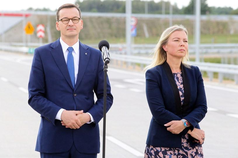 Premier Mateusz Morawiecki i unijna komisarz ds. rynku wewnętrznego i usług Elżbieta Bieńkowska podczas uroczystości otwarcia odcinka autostrady A1 /PAP