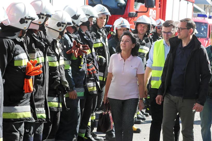 Premier Mateusz Morawiecki na miejscu wczorajszego pożaru we wsi Nowa Biała /PAP/Grzegorz Momot /PAP