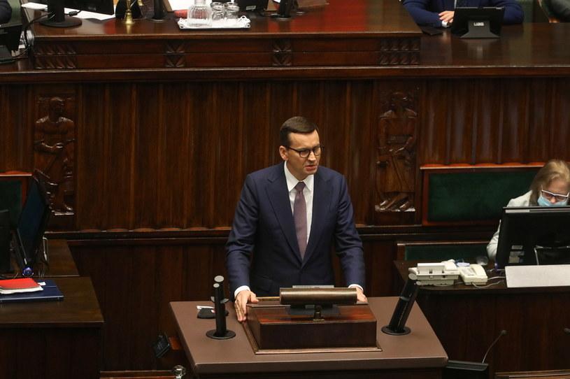 Premier Mateusz Morawiecki na sali plenarnej Sejmu w Warszawie /Albert Zawada /PAP