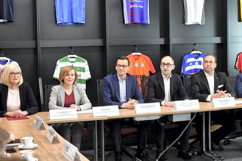 Premier Mateusz Morawiecki na spotkaniu z przedstawicielami klubów Ekstraklasy /Piotr Nowak /PAP