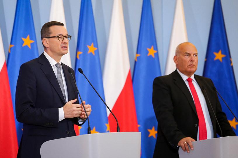 Premier Mateusz Morawiecki oraz minister finansów, funduszy i polityki regionalnej Tadeusz Kościński. /Tomasz Jastrzębowski /Reporter
