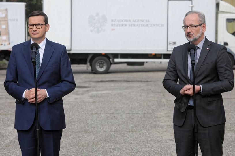 Premier Mateusz Morawiecki oraz minister zdrowia Adam Niedzielski /PAP/Artur Reszko /PAP