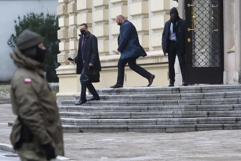 Premier Mateusz Morawiecki po spotkaniu w KPRM w Warszawie /Wojciech Olkuśnik /PAP