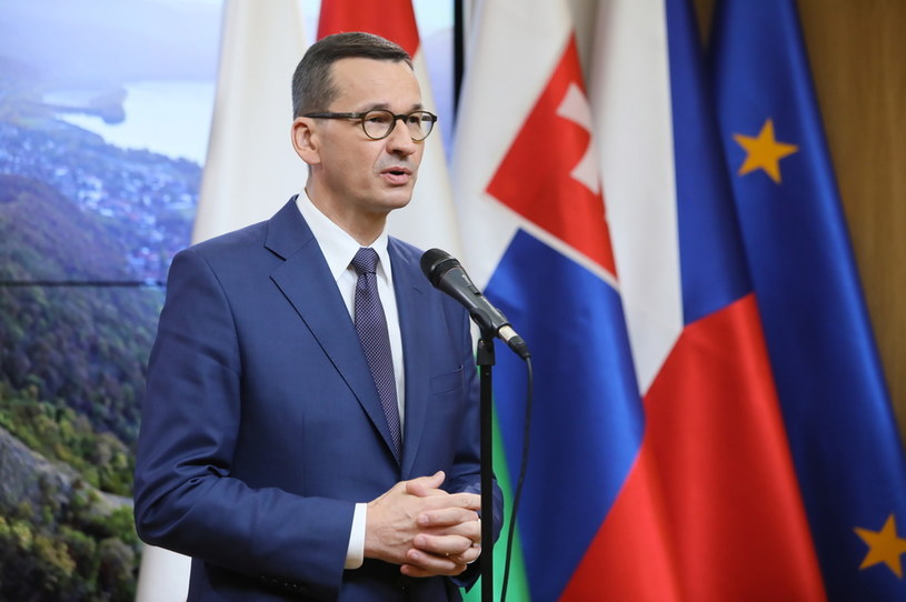 Premier Mateusz Morawiecki podczas konferencji prasowej w polskim przedstawicielstwie w Brukseli / Leszek Szymański    /PAP