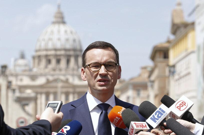 Premier Mateusz Morawiecki podczas konferencji prasowej w Watykanie, po spotkaniu z papieżem Franciszkiem /Adam Guz /PAP