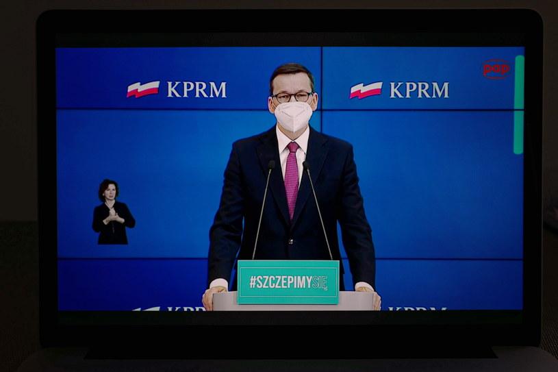 Premier Mateusz Morawiecki podczas konferencji prasowej /Fot. Mateusz Marek /PAP