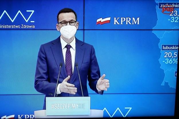 Premier Mateusz Morawiecki podczas konferencji /Rafał Guz /PAP