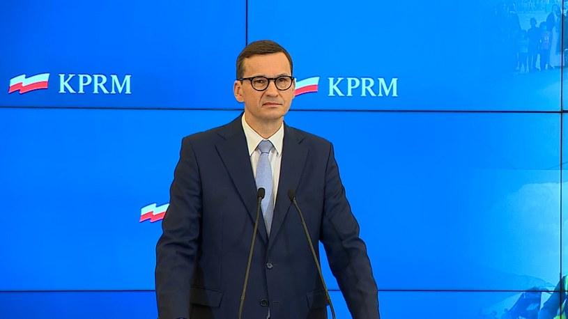 Premier Mateusz Morawiecki podczas konferencji /Polsat News