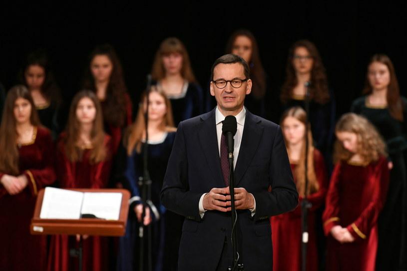 Premier Mateusz Morawiecki podczas noworocznego spotkania opłatkowego w Filharmonii Podkarpackiej w Rzeszowie /Darek Delmanowicz /PAP