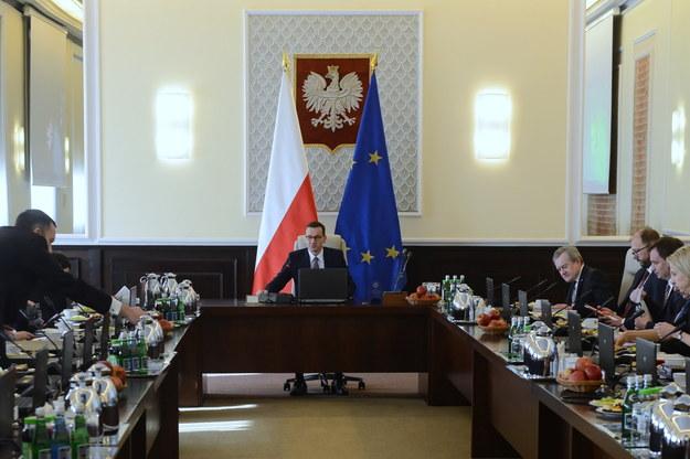 Premier Mateusz Morawiecki podczas posiedzenia rządu / Jakub Kamiński    /PAP