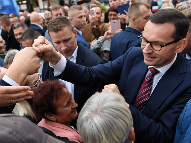 Premier Mateusz Morawiecki podczas spotkania wyborczego Prawa i Sprawiedliwości w Lubartowie /Wojciech Pacewicz /PAP