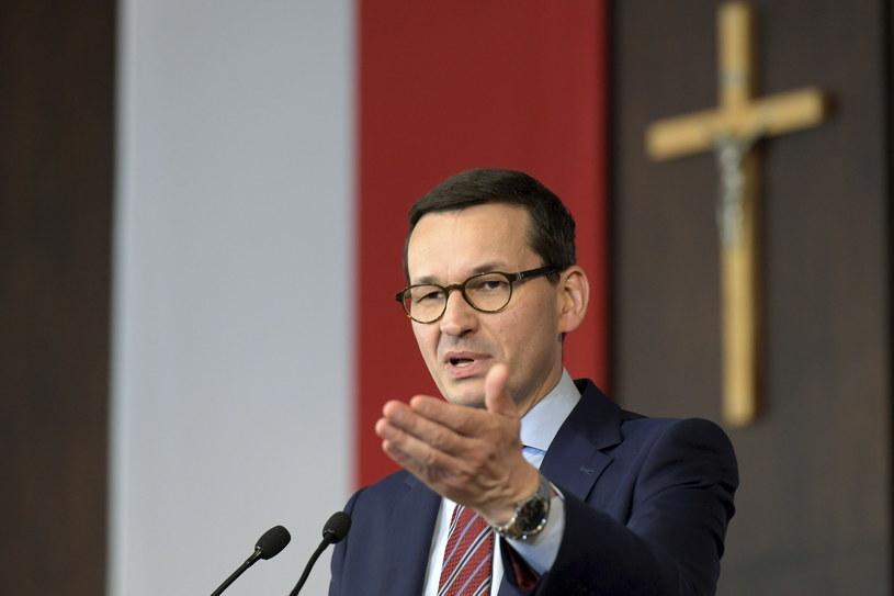 Premier Mateusz Morawiecki podczas spotkania z mieszkańcami Gdańska w Sali BHP Stoczni Gdańsk /Adam Warżawa /PAP