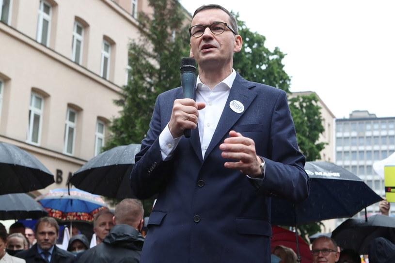 Premier Mateusz Morawiecki podczas spotkania z mieszkańcami Łodzi /Roman Zawistowski /PAP
