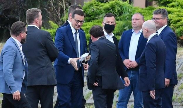 Premier Mateusz Morawiecki przed posiedzeniem w Przysusze / Piotr Polak    /PAP