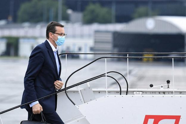 Premier Mateusz Morawiecki w drodze do Brukseli / Radek Pietruszka   /PAP