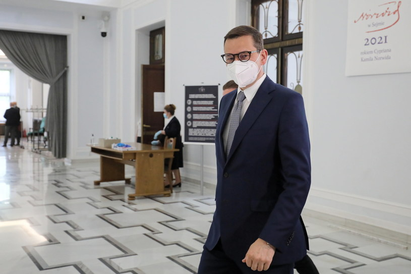 Premier Mateusz Morawiecki w drodze na niejawne posiedzenie Sejmu /Paweł Supernak /PAP