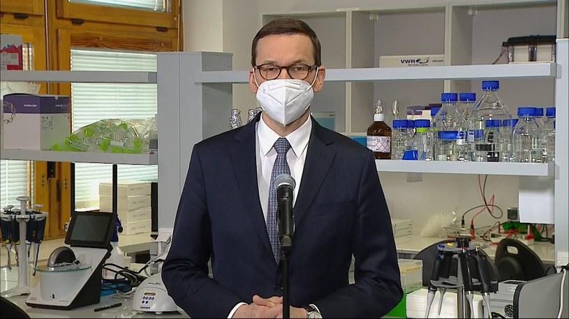 Premier Mateusz Morawiecki w  Międzynarodowym Instytucie Biologii Molekularnej i Komórkowej w Warszawie /Polsat News