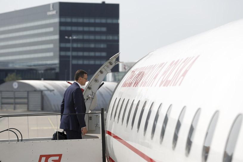 Premier Mateusz Morawiecki wchodzi na pokład samolotu w Warszawie /Adam Guz /PAP