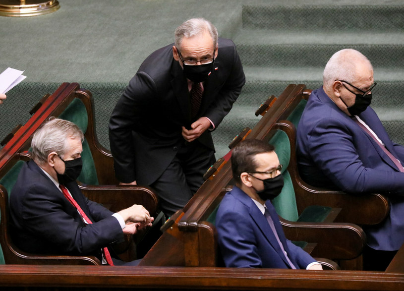 Premier Mateusz Morawiecki wraz z ministrami w Sejmie /Jakub Kaminski/East News /East News