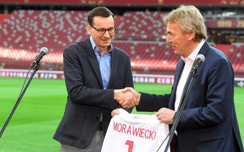 Premier Mateusz Morawiecki (z lewej) i prezes PZPN-u Zbigniew Boniek /Piotr Nowak /PAP