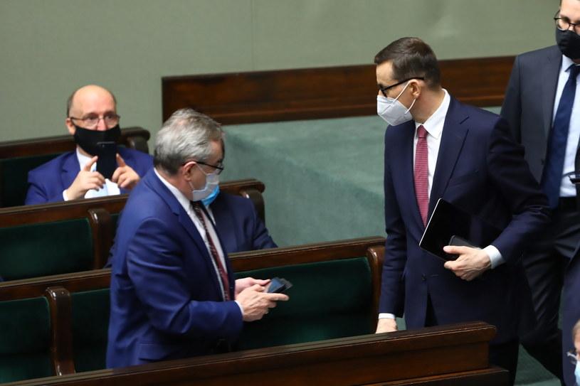 Premier Mateusz Morawiecki zaapelował do posłów, by poparli ratyfikację Funduszu Odbudowy /Rafał Guz /PAP