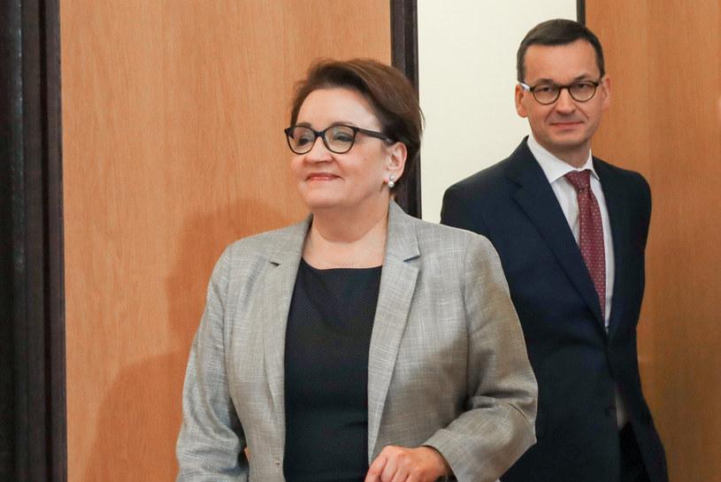Premier Morawiecki i Anna Zalewska /Grzegorz Banaszak/REPORTER /Reporter