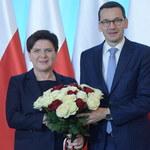 Premier Morawiecki oficjalnie powitany w KPRM przez Beatę Szydło